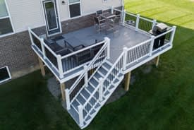 Trex Select Pebble Grey Deck with Trex Select white railing in New Hudson, Michigan